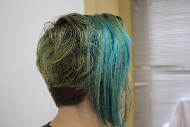 Cabello Color Azul y Verde